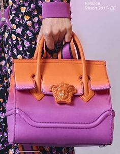 Versace Resort 2017- EE                                                       … Gianni Versace, Versace Bag, Purses And Handbags, Leather Handbags, Leather Bag, Bags 2017, Beautiful Bags, My Bags, Fashion Bags