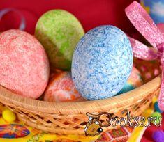 Яйца пасхальные окрашенные цветным рисом