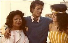 Michael with his mother Katherine and sister Latoya
