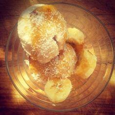 Αυτή την συνταγή μου την έδωσε η διατροφολόγος Μαρία Ανέστη..και είναι πραγματικό μέλι! Για : 1 λίτρο παγωτού Συστατικά 400 ml γάλα καρύδας παγωμένο 1 φλιτζάνι μέλι ή σιρόπι σφενδάμου ή αγαύης 1 μπανάνα Εκτέλεση Ανακατέψτε το γάλα καρύδας και το γλυκαντικό της επιλογής σας στο μπλέντερ μεχρι να ομογενοποιηθούν. Αν το γάλα καρύδας δεν … Camembert Cheese, Dairy, Food, Essen, Meals, Yemek, Eten