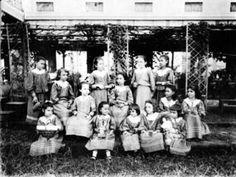 Spanish schoolgirls in Manila. Photo taken in 1890 Philippine-American War, Emilio Aguinaldo, Fort Santiago, Jose Rizal, The Spanish American War, Filipino Culture, Bataan, Class Pictures, Spanish Colonial, How To Speak Spanish
