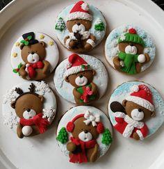 Christmas Themed Cake, Christmas Cookies Gift, Christmas Cake Topper, Christmas Cake Decorations, Christmas Clay, Christmas Cupcakes, Christmas Sweets, Christmas Cooking, Christmas Desserts