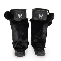 Real leather and Rabbit fur are used to craft Lukluks. This keeps the boots warm and comfortable without compromising the look.  #Lukluks #boots #bootseason #shoesoftheday