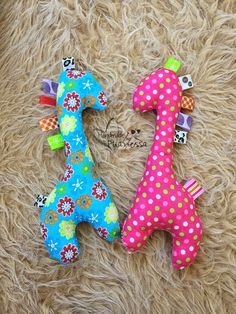 Phanessa's Crafts: Baby Giraffe Tag Toy – Sewing Projects Baby Stuffed Animals, Sewing Stuffed Animals, Stuffed Animal Patterns, Giraffe Crafts, Giraffe Toy, Giraffe Fabric, Fabric Animals, Quilt Baby, Baby Tag Blanket
