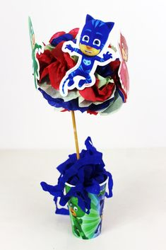 COMO FAZER CENTRO DE MESA FESTA PJ MASKS Festa Pj Masks, Mask Party, Birthday Candles, Outdoor Decor, Ideas, Decoration, Paper Strips, Printable Stencils, Free Printables