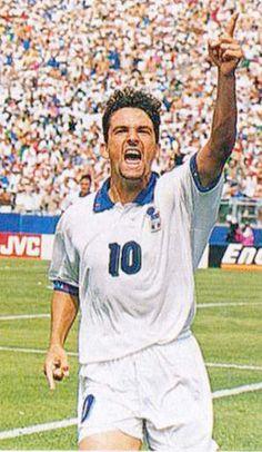 Roberto Baggio var en af klodens mest elskede fodboldspillere. Med sin karakteristiske hestehale var han let genkendelig, og samtidig havde han fantastiske fodboldevner.  I sine yngre dage et fantastisk antrit, der sammen med den sublime teknik gjorde ham uhyre farlig Senere knap så hurtig, men med et måske aldrig matchet overblik for medspillere og målchancer.