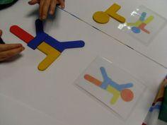 A l'aide de photos qui servent de modèles, les enfants construisent des bonhommes en puzzle. Pour chaque personnage, lorsqu'il est reproduit... Kids Playing, Art For Kids, Mandala, Preschool, Teaching, Education, Servent, Reproduction, Montessori
