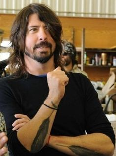 Dave grohl feather tattoo designs - Tattoos Book - Tattoos DesignsYou can find Dave grohl and more on our website. Foo Fighters Nirvana, Foo Fighters Dave Grohl, Kurt Cobain, Dave Grohl Tattoo, There Goes My Hero, Feather Tattoo Design, Feather Tattoos, Sexy Beard, Hate People