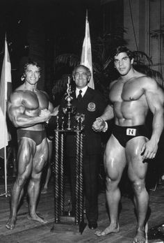 Arnold Schwarzenegger, Ben Weider (RIP) and Lou Ferrigno. Ummm wow! Perspective! Makes Arnold look small!!!