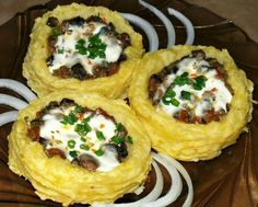 Картофельные гнезда с грибами, в чесночно-сметанном соусе | Наша кухня - рецепты на любой вкус!