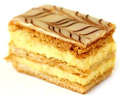 One of my Portuguese favorites. Much like the Italian napolean. Portuguese Desserts, Portuguese Recipes, Portuguese Food, Bakery Recipes, Dessert Recipes, Cooking Recipes, Smoothies, Alcoholic Desserts, Mille Feuille