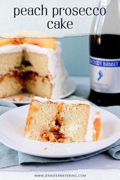 Fluffy white cake is soaked in prosecco, filled with prosecco soaked peaches, and topped with a light whipped cream 'frosting' for the prefect boozy-peachy summer dessert. Summer Desserts, Fun Desserts, Delicious Desserts, Sugar Frosting, Whipped Cream Frosting, Best Dessert Recipes, Drink Recipes, Cooking Recipes, Prosecco Cake