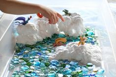 A dragon small world play idea that's perfect for messy play and creative kids. Sensory Boxes, Sensory Play, Sensory Table, Projects For Kids, Crafts For Kids, Art Projects, Mini Mundo, Fairy Tale Theme, Fairy Tales
