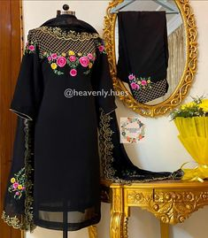 Embroidery Suits Punjabi, Embroidery Suits Design, Embroidery Fashion, Embroidery Designs, Patiala Suit Designs, Kurta Designs Women, Kurti Designs Party Wear, Punjabi Suits Designer Boutique, Boutique Suits
