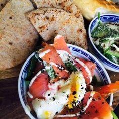Lunchen Breda, pita schaal met diverse toppings en pita's
