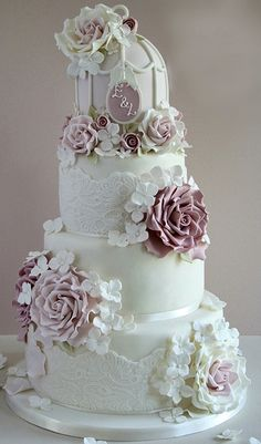 ☆ Wedding cake ☆ Wow! Happy #WeddingWednesday!