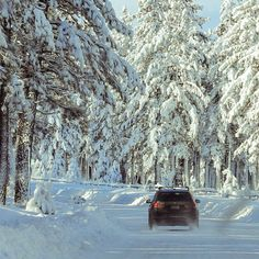 Driving in wintertime, car drives through snow. The best trips are skitrips Winter Time, Trips, Snow, Car, Viajes, Automobile, Traveling, Travel, Autos