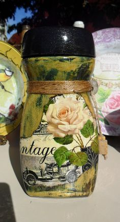 Decoupage Bottles by Carlos Rossi : Julho 2016 Plastic Bottle Crafts, Wine Bottle Crafts, Bottle Art, Coffee Jar Crafts, Coffee Jars, Recycled Art, Recycled Glass, Mason Jar Gifts, Mason Jars