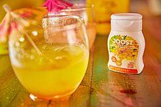 Forever Joost  Ez a pici könnyen használható, kézreálló, könnyen adagolható palack 30 adagnyi JOOST™-ot tartalmaz (1 adag/240 ml ital).  Minden egyes cseppje ízben gazdag. Csak egy kis nyomás a palackon és italaid azonnal vibráló színt és ízt kapnak. Sztévia, B6, B12 és C-vitamin továbbá Folát tartalmával elősegítheted szervezeted megfelelő hidratáltságát. A FOREVER JOOST™ két, nagyon finom ízesítésben kapható: áfonya, acai és citrom ízben, valamint ananász, kókusz és gyömbér ízben.
