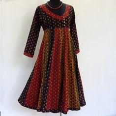 Robe mi longue ocre, bleue,rouge et jaune en coton imprimé petits paisley, manches longues. : Robe par akkacreation