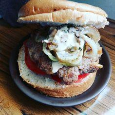 #humberger #foodhandmade #humberger #food #foodie #foodstagram #foodforfoodies  #friedchicken #eggtart #igers