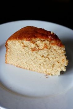 A few days ago I praised you a cake with yogurt and bitter orange marmalade, the sweetest cake ever tasted. Today I present you the supreme yogurt cake. Incredible softness, comparable to that of the famous cake ment No Cook Desserts, Vegan Dessert Recipes, Easy Desserts, Cake Recipes, Mexican Food Recipes, Sweet Recipes, Parfait, Yogurt Cake, Cake