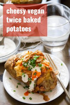 Vegan Twice Baked Potatoes Cheesy, cozy, topped with coconut bacon, and so scrumptious! These vegan twice baked potatoes are a show stopping side dish that will satisfy your comfort food cravings. You'd never guess. Veg Recipes, Whole Food Recipes, Vegetarian Recipes, Healthy Recipes, Summer Recipes, Healthy Food, Healthy Eating, Vegan Baked Potato, Baked Potato Toppings