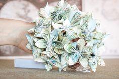 GUIRLANDE lumineuse de FLEURS en papier   TUTORIEL Decoration, Decorative Boxes, Diy, Floral, Flowers, Jewelry, Paper Flower Garlands, Pulp Paper, Light Garland