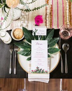 New tropical bridal shower decorations layer cakes Ideas Tropical Bridal Showers, Tropical Party, Tropical Weddings, Wedding Menu, Wedding Table, Estilo Tropical, Hawaii Wedding, Pool Wedding, Cactus Wedding