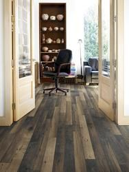 Check out the unique look of this laminate floor! No wonder it has been pinned hundreds of times!