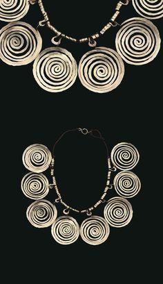 Necklace | Alexander Calder. Brass wire on string. ca. 1940 | Est. 100'000 - 150'000$ ~ (Mar '15)