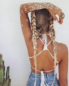 This gorgeous hairstyle is probably my favorite! Great for the beach or a fancy event! <3