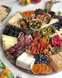 platter plate # fruit and cheese # meat and cheese # baby shower mealsBrunch Party Bbq Party Brunch Wedding Appetizers For Party Party Snacks Birthday Ideas For Guys Best Party Food Carnival Themed Party 30 BirthdayHow to Make an Epic Charcuterie BoardApp Charcuterie Recipes, Charcuterie Platter, Charcuterie And Cheese Board, Antipasto Platter, Cheese Boards, Crudite Platter Ideas, Meat Cheese Platters, Meat Platter, Grazing Platter Ideas