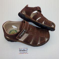 3bc65650a02f6 97 mejores imágenes de calzado para niños en 2019