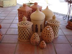 Like the one with the windays. Ceramic Clay, Ceramic Pottery, Business Ideas India, Ceramic Lantern, Moroccan Art, Terracotta, Clay Houses, Blue Pottery, Lantern Candle Holders