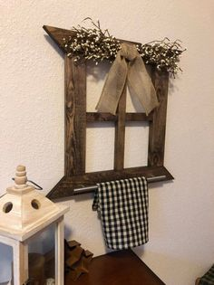 ~Rustic wall decor~ Roughly tall and wide thick Handmade wood frame from new pine boards, stained with espresso min-wax stain. Pip garland with burlap ribbon on top of frame. Silver stainless steel towel bar attached to bottom of frame. Primitive Country Bathrooms, Primitive Country Homes, Primitive Bedroom, Primitive Curtains, Primitive Antiques, Farmhouse Wall Decor, Rustic Wall Decor, Country Decor, Country Crafts