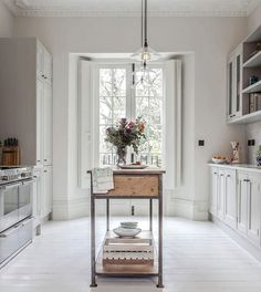 Decor Inspiration : Stunning Georgian townhouse, recently renovated In Central London Apartment Kitchen, Kitchen Interior, New Kitchen, Georgian Townhouse, Georgian Homes, Modern Georgian, Küchen Design, House Design, Interior Design