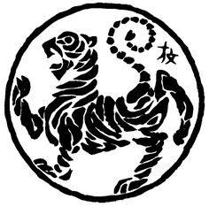 Der Shotokan Tiger Der sportliche Wettkampf, obgleich spektakulär und publikumswirksam, stellt nur eine kleine Facette des Karate dar, denn nicht der Wettkampf mit Erfolg und Niederlage steht im Vordergrund unserer Bemühungen, sondern das harte und beständige Training, die Auseinandersetzung mit den komplizierten und komplexen Bewegungsabläufen des Karate mit dem Ziel, Körper und Geist zu beherrschen …
