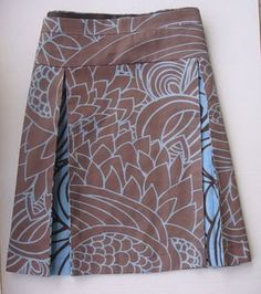 To sew. This picture is form etsy europe rock Items similar to Rebajas- sale- OUTLet Falda Chocolat tablas skirt on Etsy Pleated Skirt Tutorial, Pleated Skirt Pattern, Womens Skirt Pattern, Wrap Skirt Tutorial, Diy Clothing, Sewing Clothes, Clothing Patterns, Golf Skirts, Cute Skirts