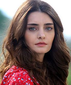 Tulin Yazkan was born 28 February 1991 in Istanbul. After graduating from Beykent University, she made her debut in turkish series Revenge of Snakes Series Movies, Tv Series, Green Hair Colors, Movies 2014, Dere, Acting Career, Eye Color, Body Types, Revenge