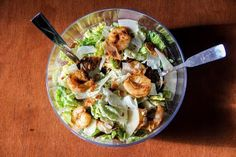 Caesar Salad With Shrimps Recipe - http://easy-lunch-recipes.com/caesar-salad-with-shrimps-recipe/