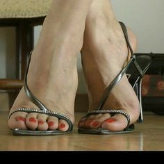 I want to make love to these gorgeous, sexy feet, (betwn her sexy feet & sexy stiletto sandals) & make love to her beautiful, sexy toes & gorgeous sexy toenails! Hot Heels, Sexy Legs And Heels, Strappy Heels, Stiletto Heels, Heeled Sandals, Beautiful High Heels, Gorgeous Feet, Open Toe High Heels, Black High Heels