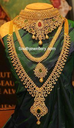 Diamond Choker Haram and Jhumka Set Diamond Choker Haram and Jhumka Set - Latest Indian Jewellery Designs<br> grand diamond bridal choker, medium length simple diamond haram and heavy bridal diamond haram paired with matching diamond jhumkas Indian Wedding Jewelry, Indian Bridal Wear, Bridal Jewelry, Gold Jewelry, Gold Bangles, Jewelry Sets, Pakistani Jewelry, Jewelry Roll, Jewelry Making