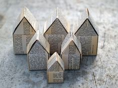 paper houses - recycled book pages - inspiration for other options, ?origami, folded paper, colouring, templates etc Diy Projects To Try, Projects For Kids, Craft Projects, House Projects, Diy Paper, Paper Crafting, Paper Art, Recycle Paper, Origami