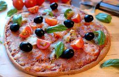 Pizza z Łososiem, Oliwkami i Kaparami Vegetable Pizza, Vegetables, Food, Essen, Vegetable Recipes, Meals, Yemek, Veggies, Eten