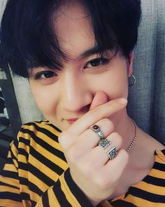 ahhh he finafuckingly fixed his camera! Youngjae, Yugeom Got7, Got7 Yugyeom, Got7 Jackson, Wang Jackson, J Pop, Jinyoung, Alone Photography, Hip Hop
