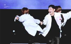 Jungkook Taehyung funny play gif