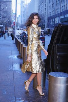 Zendaya in her Golden Globes gold outfit Gold Leaf Zendaya Dress, Zendaya Outfits, Dress Outfits, Fall Outfits, Fashion Outfits, Womens Fashion, Fashion Trends, Dresses, Man Fashion