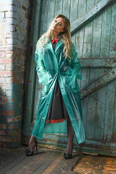 Raincoats For Women Stitches Product Black Raincoat, Raincoat Jacket, Vinyl Raincoat, Plastic Raincoat, Designer Raincoats, Imper Pvc, Transparent Raincoat, Proper Attire, Rain Suit