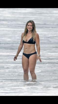 Hilary Duff in a Bikini Sexy Bikini, Bikini Girls, Hilary Duff Bikini, Jesica Biel, Haylie Duff, The Duff, Cute Woman, Beautiful Actresses, Beautiful Celebrities
